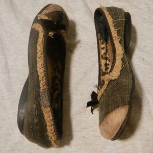 Kids Mudd Ciarra slip on shoes. Size 2.5